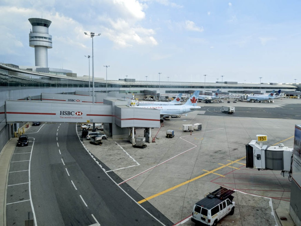 Canada-toronto-biggest-airport