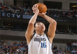 8-Wang-Zhizhi-playing-ball